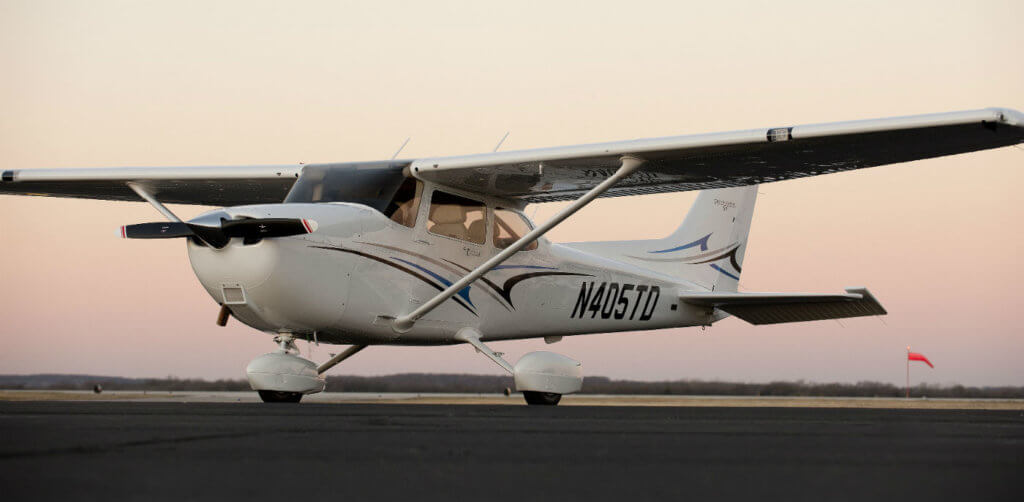 textron inc and cessna 172 Wichita, kan, september 13, 2013 – cessna aircraft company, a textron inc (nyse:txt) company, today announced an order for 79 cessna 172 skyhawk aircraft, one of the largest orders on record for the aircraft, at moscow's jetexpo 2013.