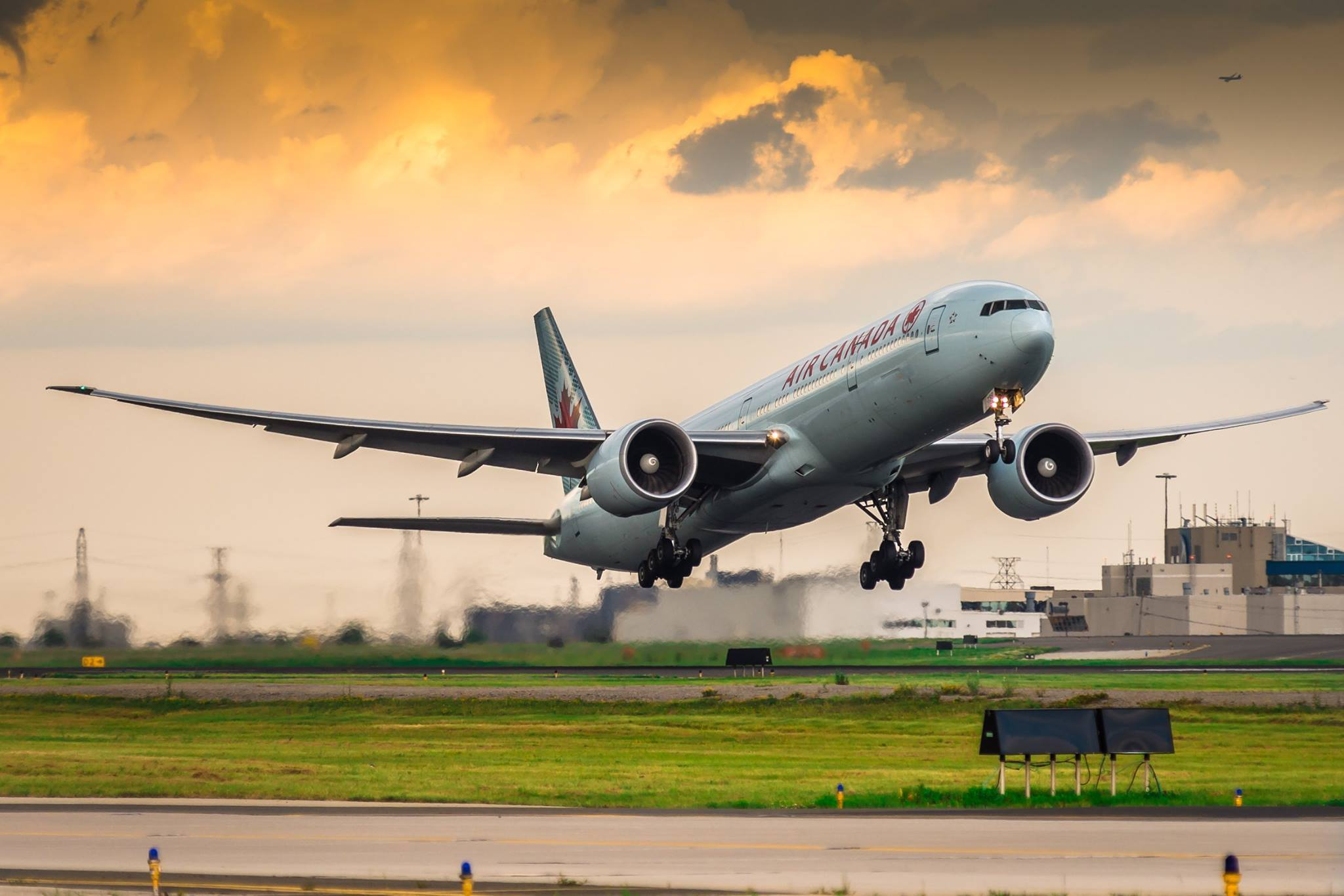 An Air Canada Boeing 777 aircraft racing off at Toronto Pearson International Airport. Photo submitted by Rinat Haque‎