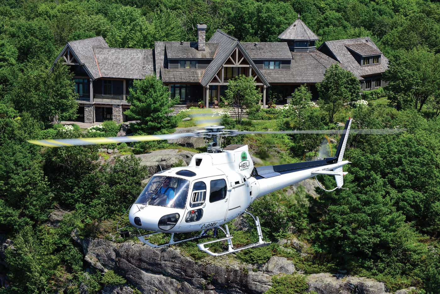 Heli Muskoka is based in the region of Muskoka, about two hours' drive north of Toronto, Ontario. Dotting the shorelines of its many lakes are some truly spectacular country retreats.
