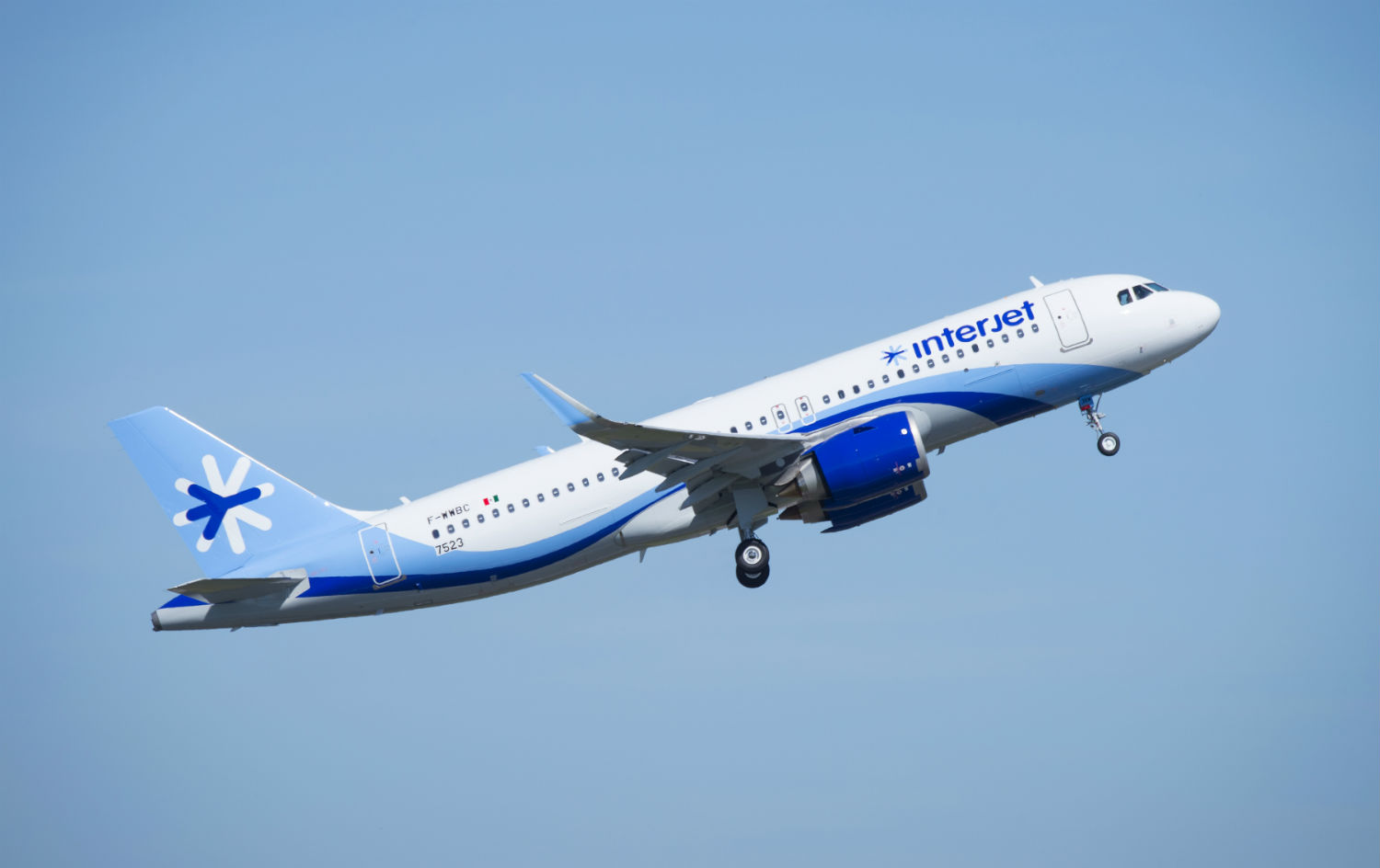 Interjet airliner in flight