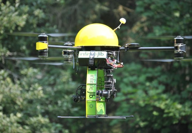 In order to apply for the SFOC, Arpentage Parleciel had to prove its compliance on unmanned aerial vehicles (UAV), and it chose the Ontario-designed Infinitejib Surveyor 630 UAV to do so. Infinitejib Photo