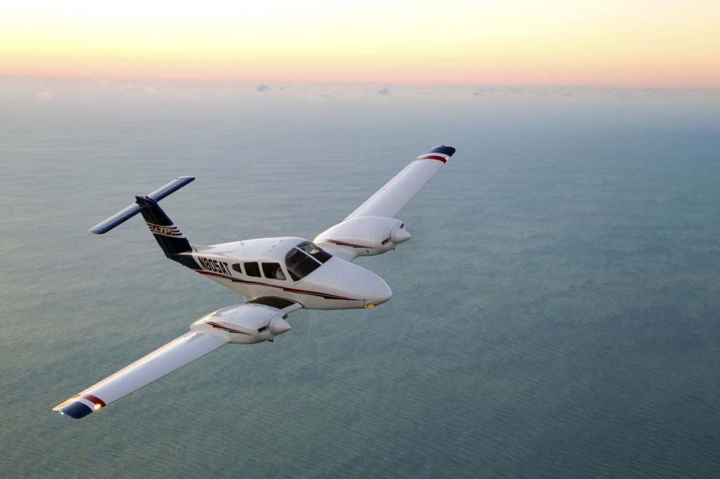 Piper Seminole in flight
