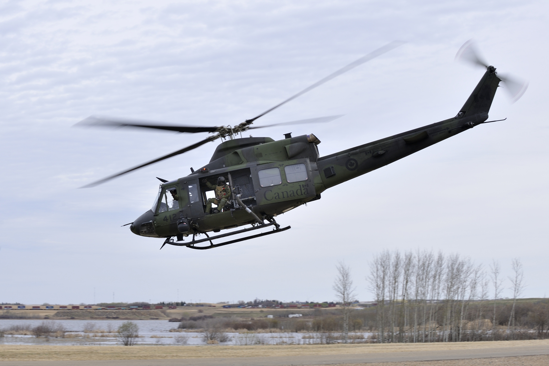 Crewmembers on board a Griffon helicopter from 430 Squadron return to the main training area of Exercise MAPLE RESOLVE on April 29, 2015.