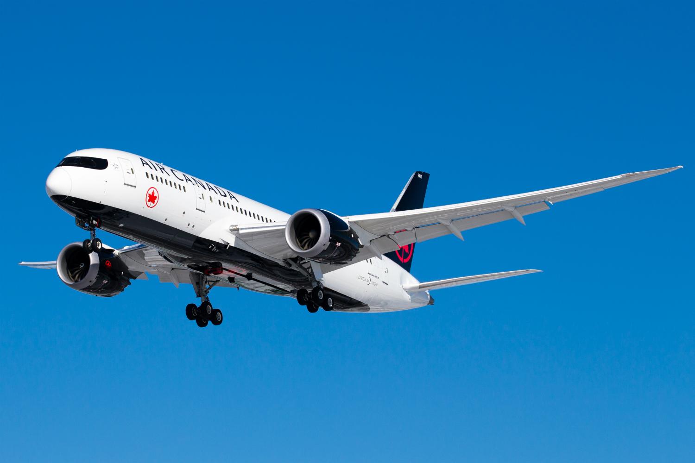 Air Canada airliner in flightt