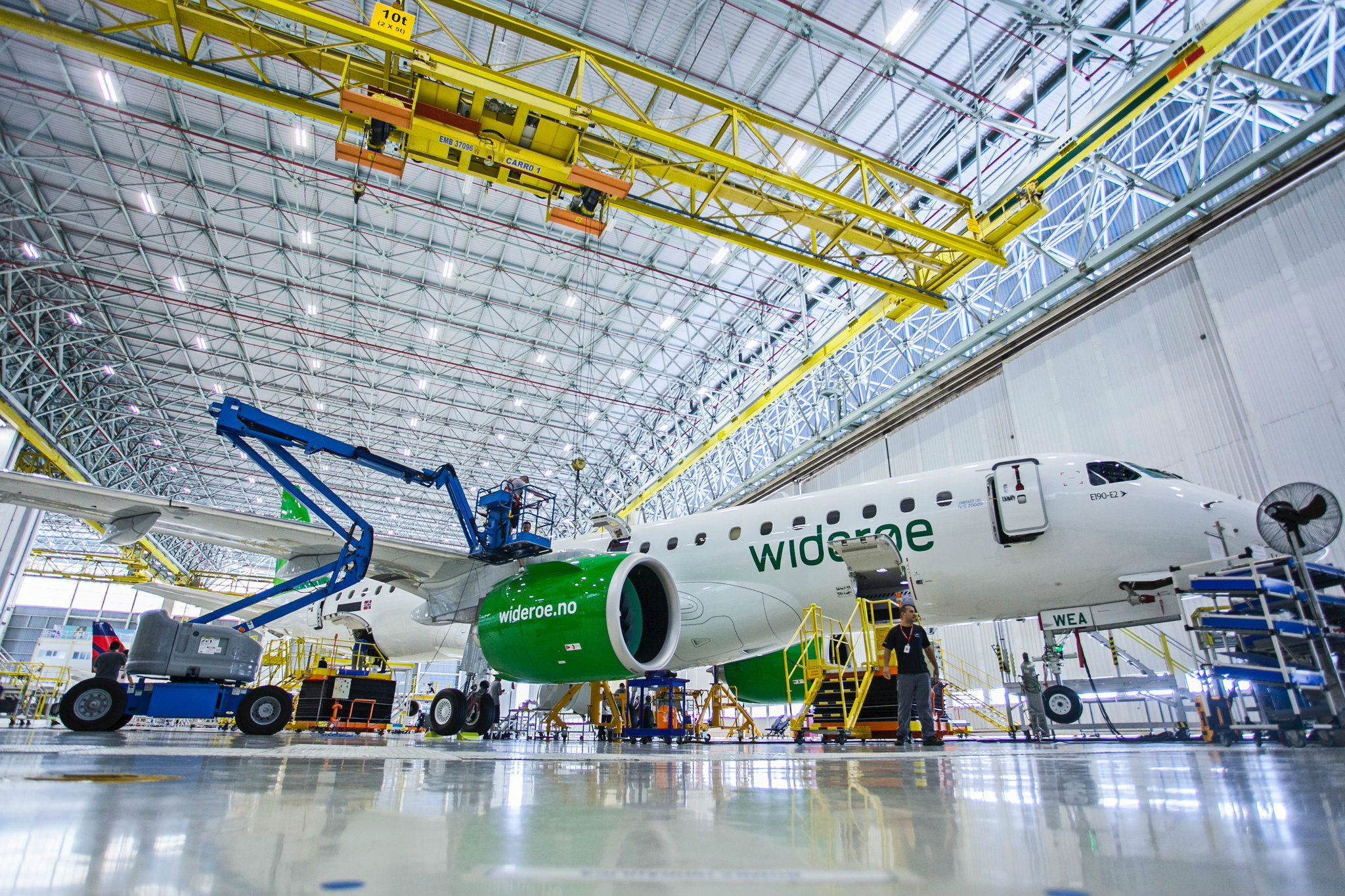 Norway's Widerøe receives world's first Embraer E190-E2