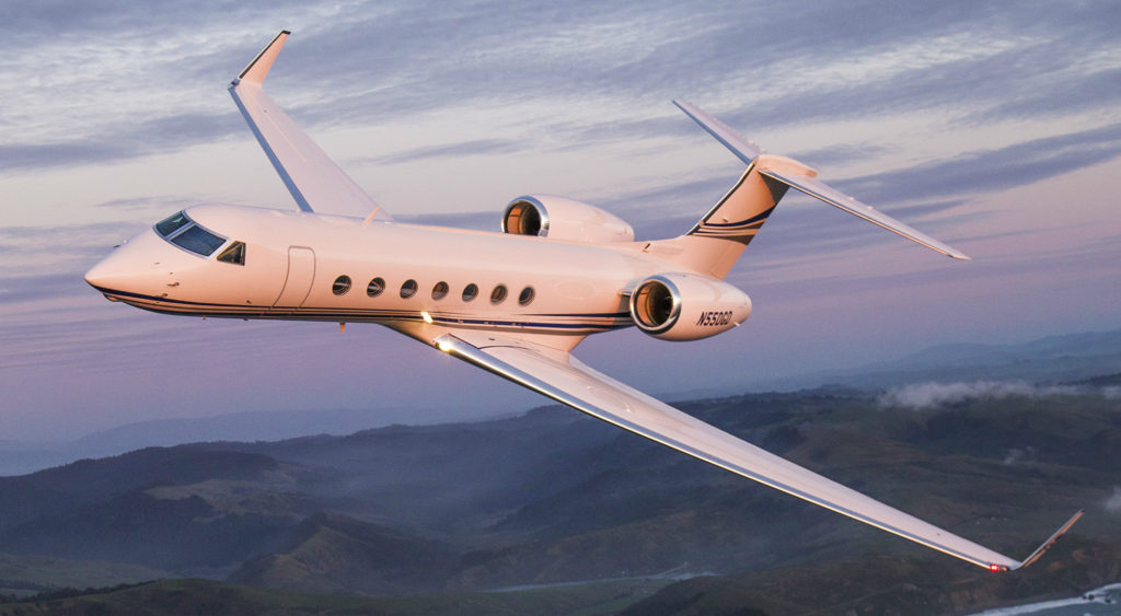 A Gulfstream G550 aircraft, in flight.
