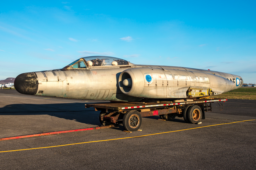 The Avro CF-100 (No. 100760) of the Québec Aerospace Museum was presented for the first time to the public at the airport of Saint-Hubert. Pierre Gillard Photo
