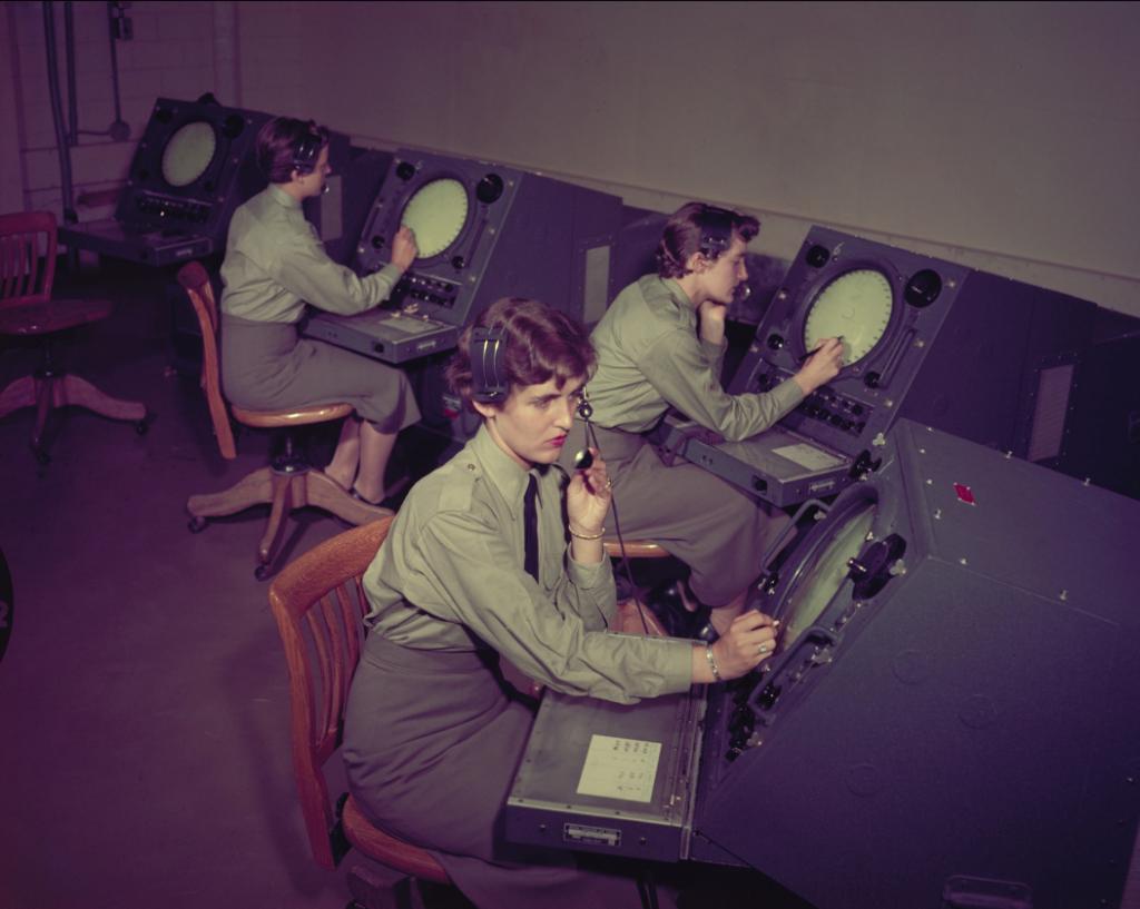 RCAF Airwomen planning June reunion Airwomen-clinton-1024x817