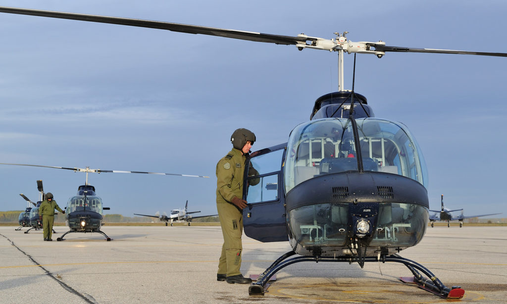 Pilots on the Bell CH-139 (206) Jet Ranger helicopter prepare the aircraft for take off at 3 Canadian Forces Flying Training School. Cpl Vicky Lefrancois Photo