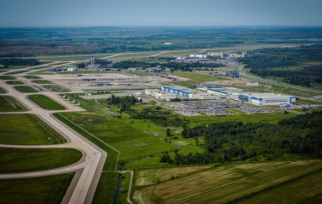 The work includes refurbishing and extending the main apron to a cargo apron; improving the road network in the area for easier access to the new cargo apron and to increase aircraft parking capacity; and building 20,000 square metres of warehouse space dedicated to air freight and logistics. Aéroports de Montréal Photo