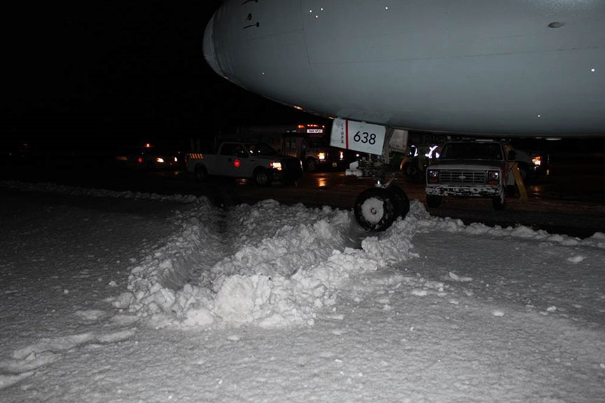 Front nose wheel of the Boeing 767-300 in a snow ridge at the edge of the runway. TSB Photo