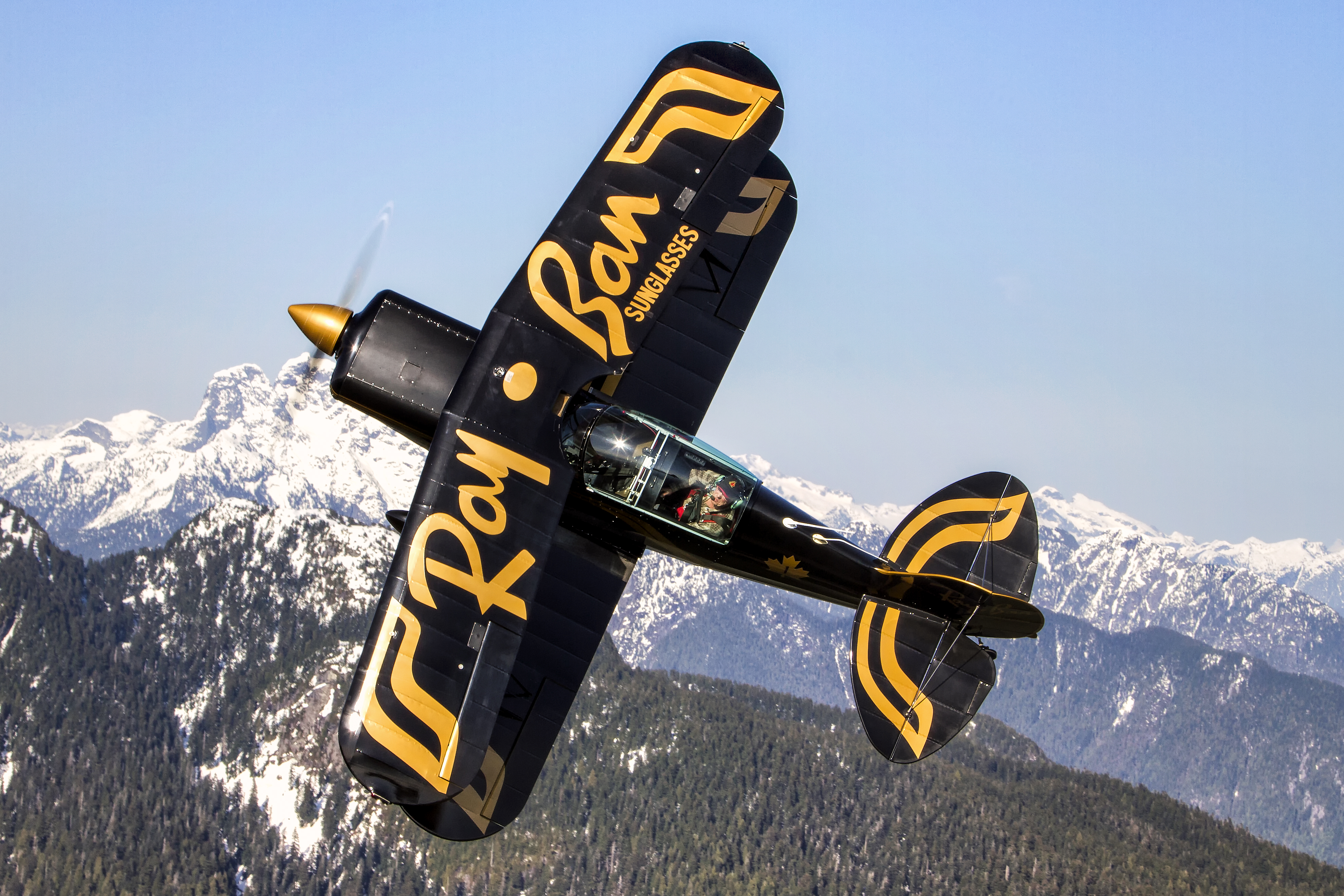George Kirbyson flies his Pitts Special, still in the famous colours of the Ray-Ban Gold aerobatic team. Mike Luedey Photo