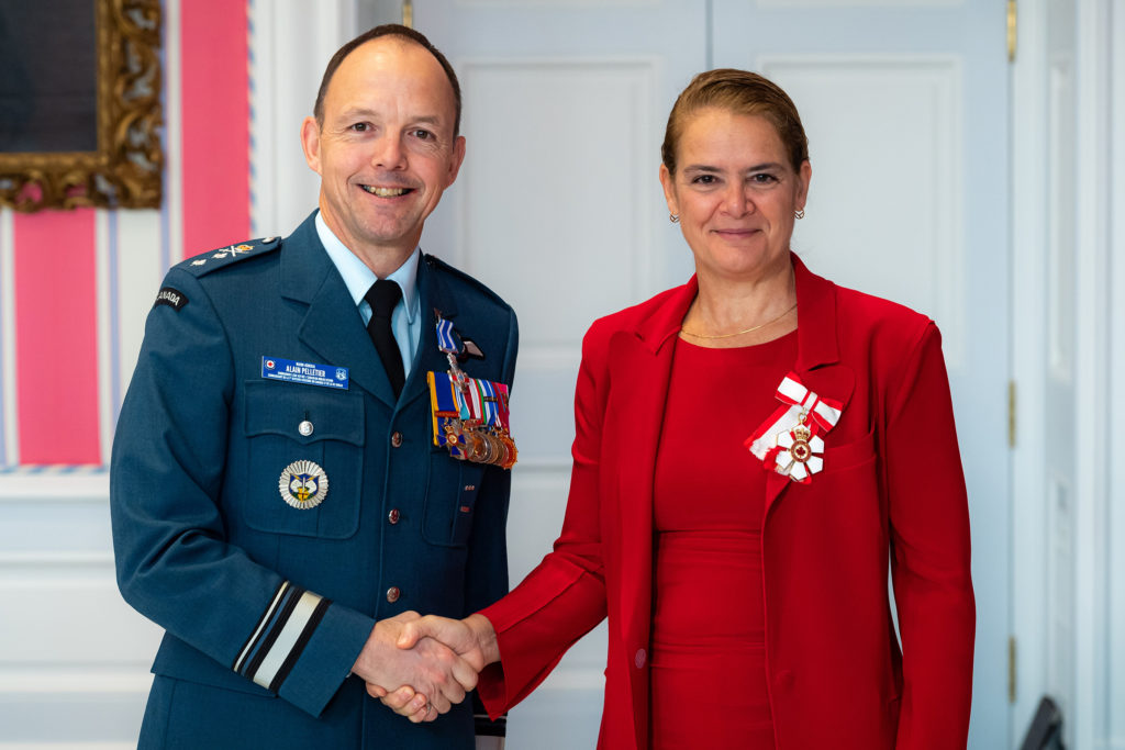 Governor General and Commander-in-Chief of Canada Julie Payette presents BGen Alain Joseph Paul Pelletier with the Meritorious Service Cross (military division) on Nov. 12, 2019. MCpl Mathieu Gaudreault Photo