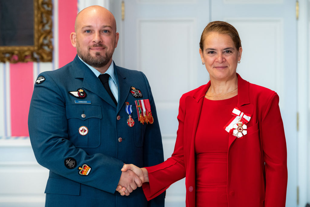 Governor General and Commander-in-Chief of Canada Julie Payette presents WO Nicholas Shawn Hancock with the Meritorious Service Medal (military division) on Nov. 12, 2019. MCpl Mathieu Gaudreault Photo