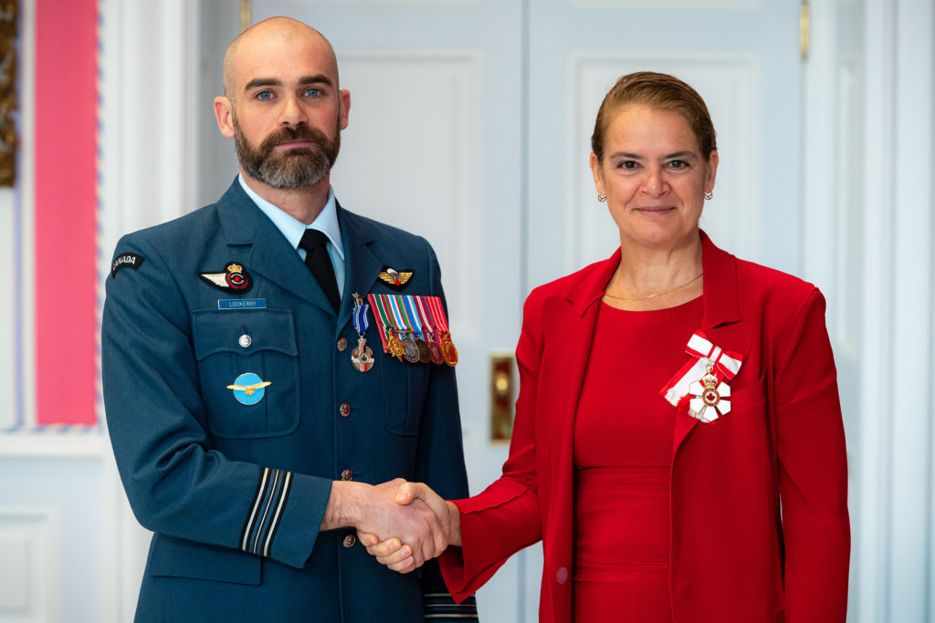 Governor General and Commander-in-Chief of Canada Julie Payette presents Maj Alan Anderson Lockerby with the Meritorious Service Medal (military division) on Nov. 12, 2019. MCpl Mathieu Gaudreault Photo