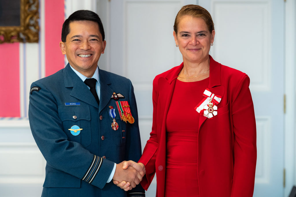 Governor General and Commander-in-Chief of Canada Julie Payette presents Maj Wayne Terence Wong with the Meritorious Service Medal (Military Division) on Nov. 12, 2019. MCpl Mathieu Gaudreault Photo