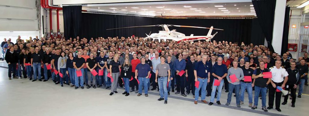 Staff celebrate the delivery of the 5,000th aircraft manufactured in Mirabel. The landmark machine was a Bell 407GXP, which was destined for the Shaanxi Helicopter company in China. Bell Photo