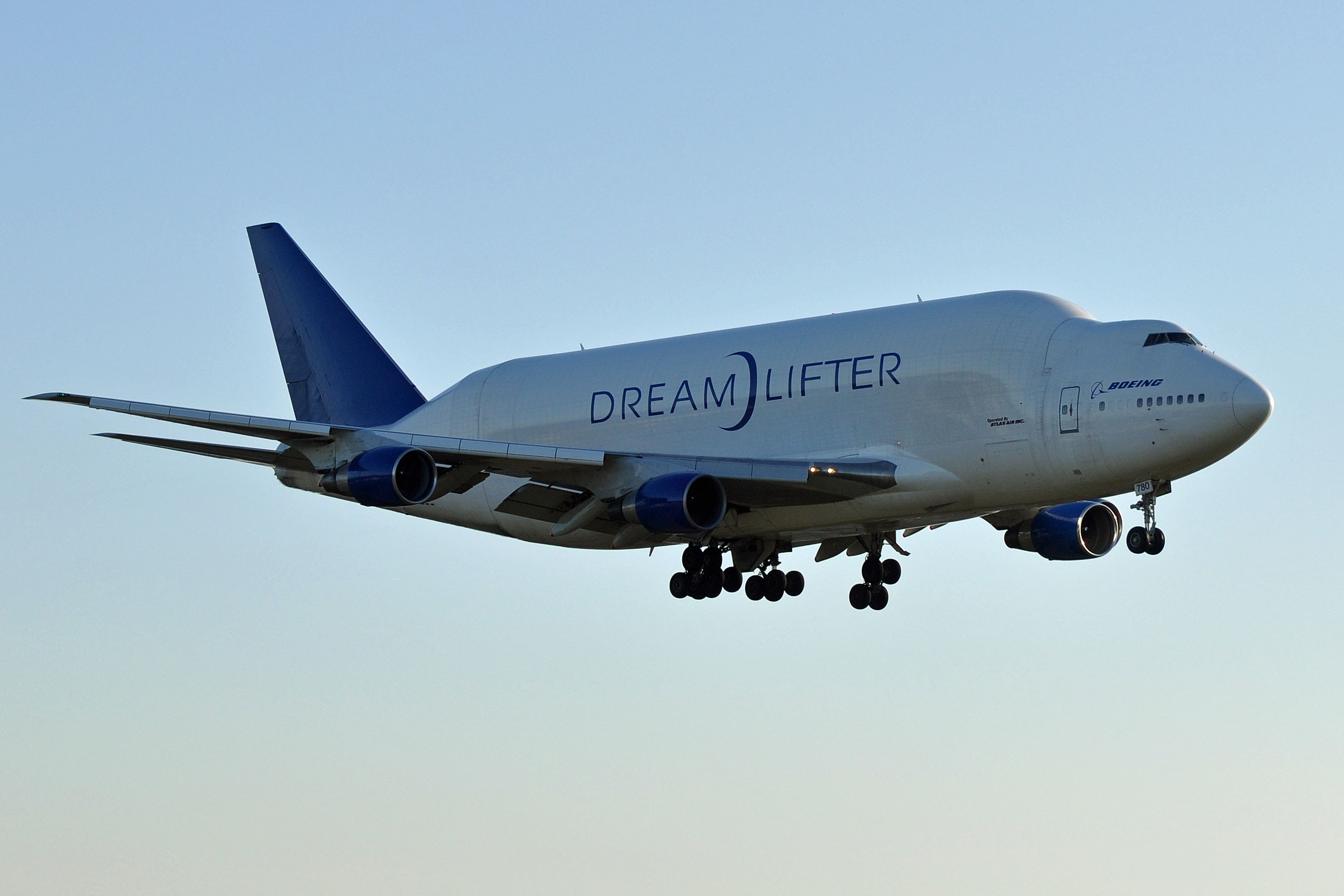 Boeing Dreamlifter transports 1.5 million face masks for COVID-19 ...