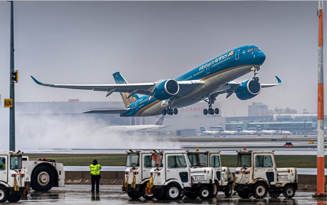 A Vietnam Airlines Airbus A350 takes off from Toronto Pearson after picking up stranded Vietnamese citizens and cargo. Photo submitted by Gregory Granovski (Instagram user @photos_by_gregory) by tagging @skiesmag.