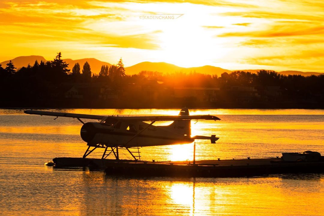 Seair Seaplanes De Havilland DHC-2 Beaver at golden hour. Photo submitted by Instagram user @kmacps91 using #skiesmag